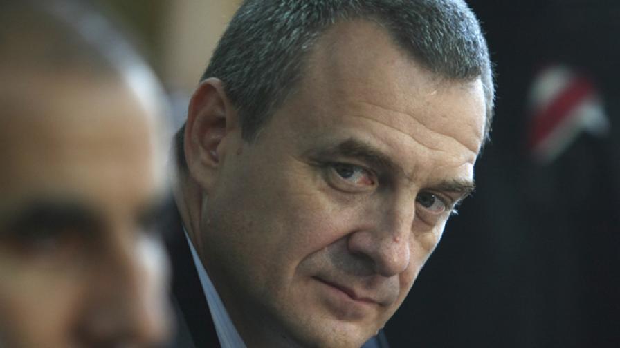 Цветлин Йовчев като директор на ДАНС стои до вътрешния министър Цветан Цветанов, 20 август 2009 г.