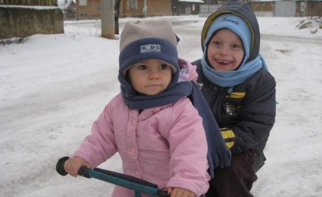 Даниел и сестра му Стефани през зимата на 2012 г.