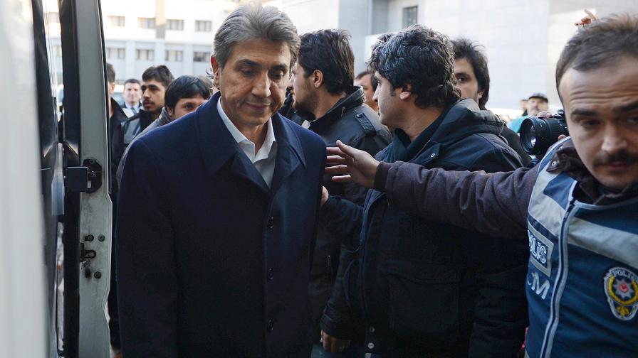 Правителството на Ердоган се разтърсва от скандали, отмъщения и борба за надмощие