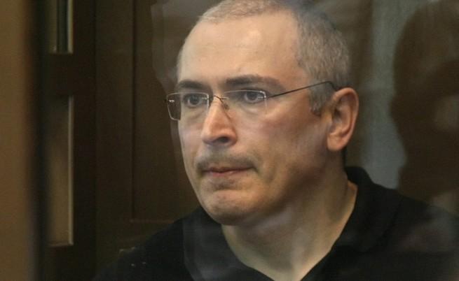 Владимир Путин бил готов да помилва Михаил Ходорковски и пънкарките от