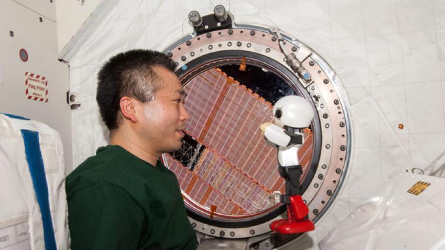 За какво си говорят астронавт и робот в Космоса?