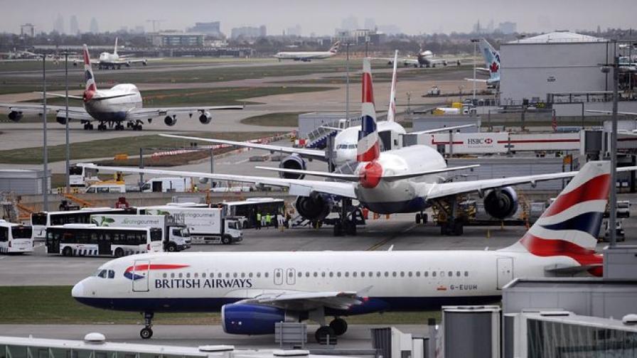 Самолет на Бритиш Еъруейз се удари в сграда на летището в Йоханесбург