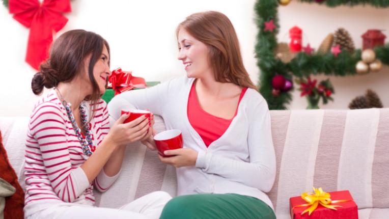 приятелки разговор празници Коледа