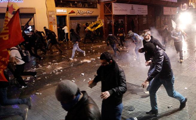 Турци на протест заради проектозакон, ограничаващ интернета