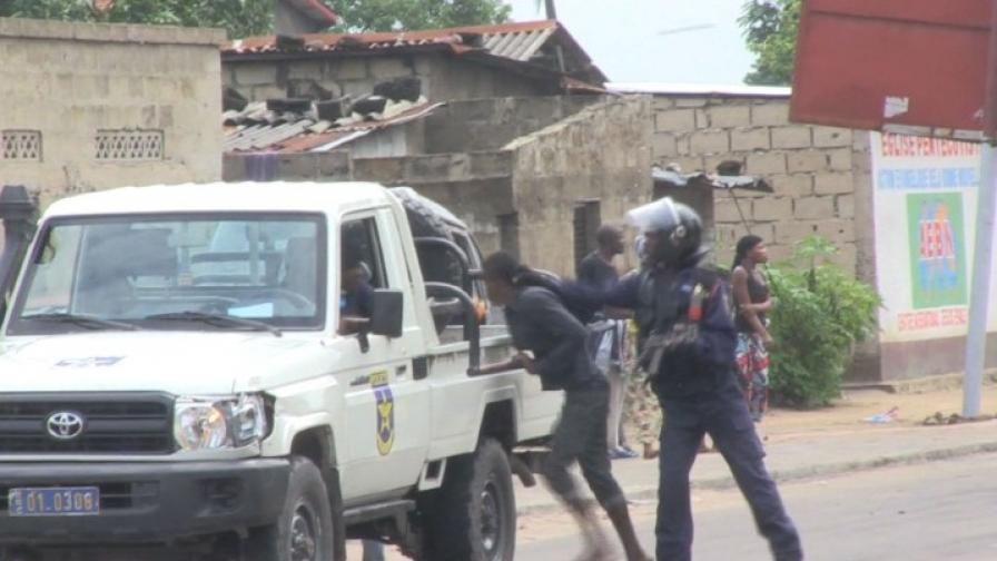 Въоръжени нападнаха телевизията и летището в Киншаса