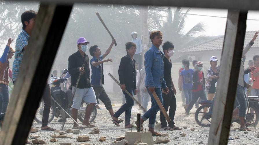Полицията в Камбоджа откри огън по протестиращи