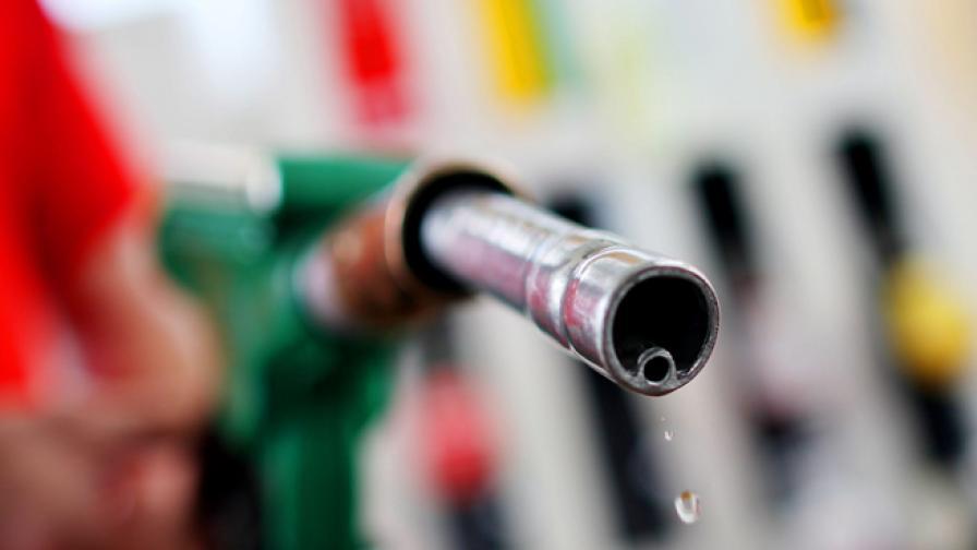 <p>Експерт: Мерките за цените на горивата са комични</p>