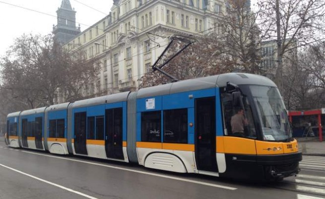 Нови трамваи с монитори и климатик ще возят софиянци