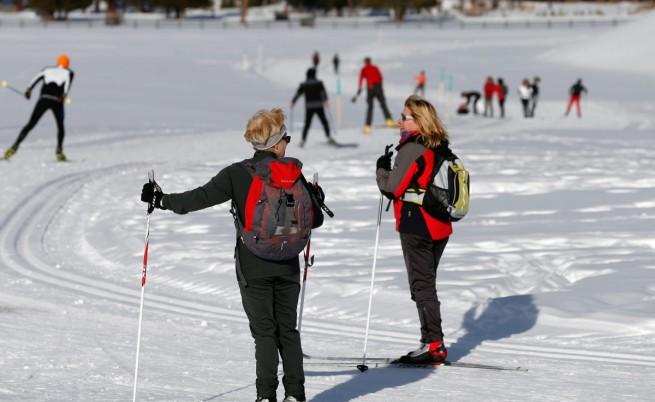 Скиори се наслаждават на зимата в един от курортите близо до Санкт Мориц