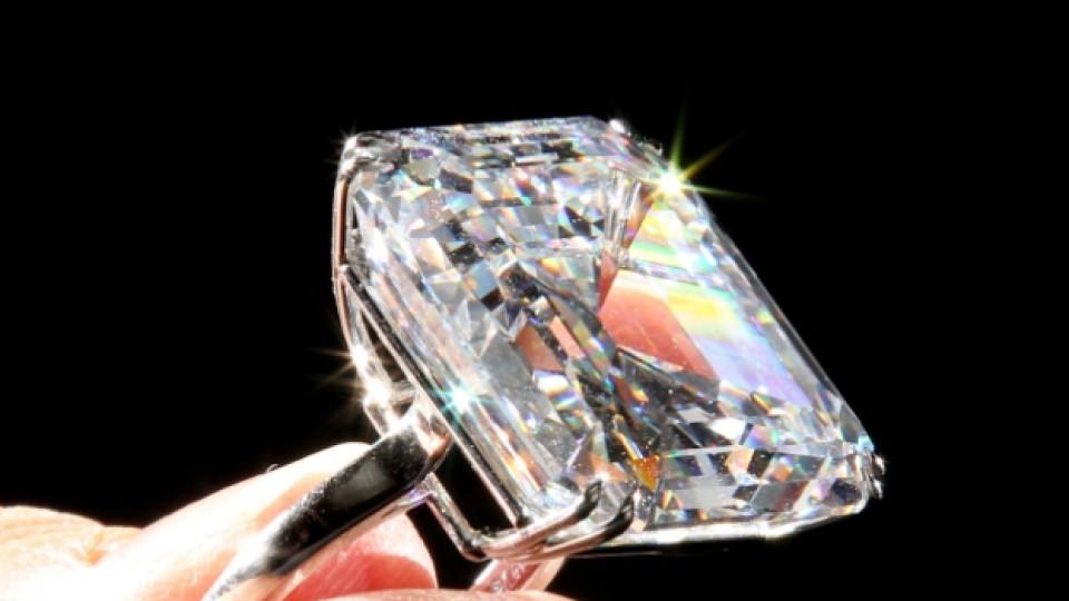 """През пролетта на 2010 година в Женева по време на търг на международната аукционна къща """"Сотбис"""" този диамантен пръстен е продаден за 7 милиона долара"""