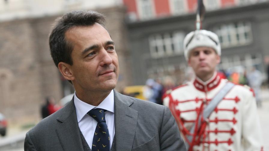 Франция чака извинение от Сидеров