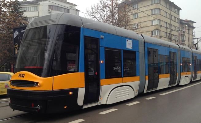 Двама пострадали в катастрофа между трамвай и автомобил