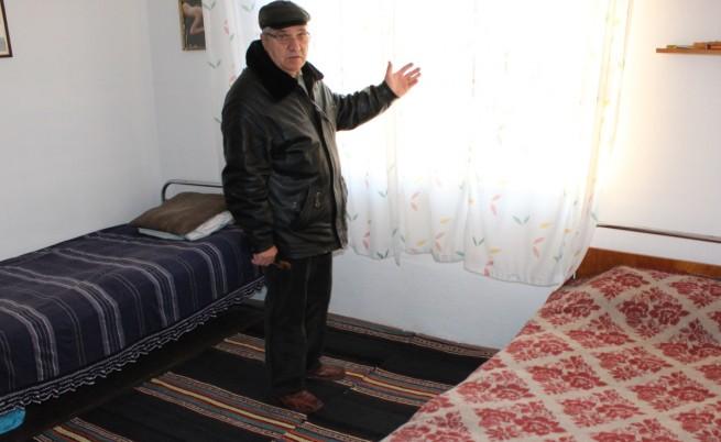 Пенсионер дава къщата си на сирийски бежанци